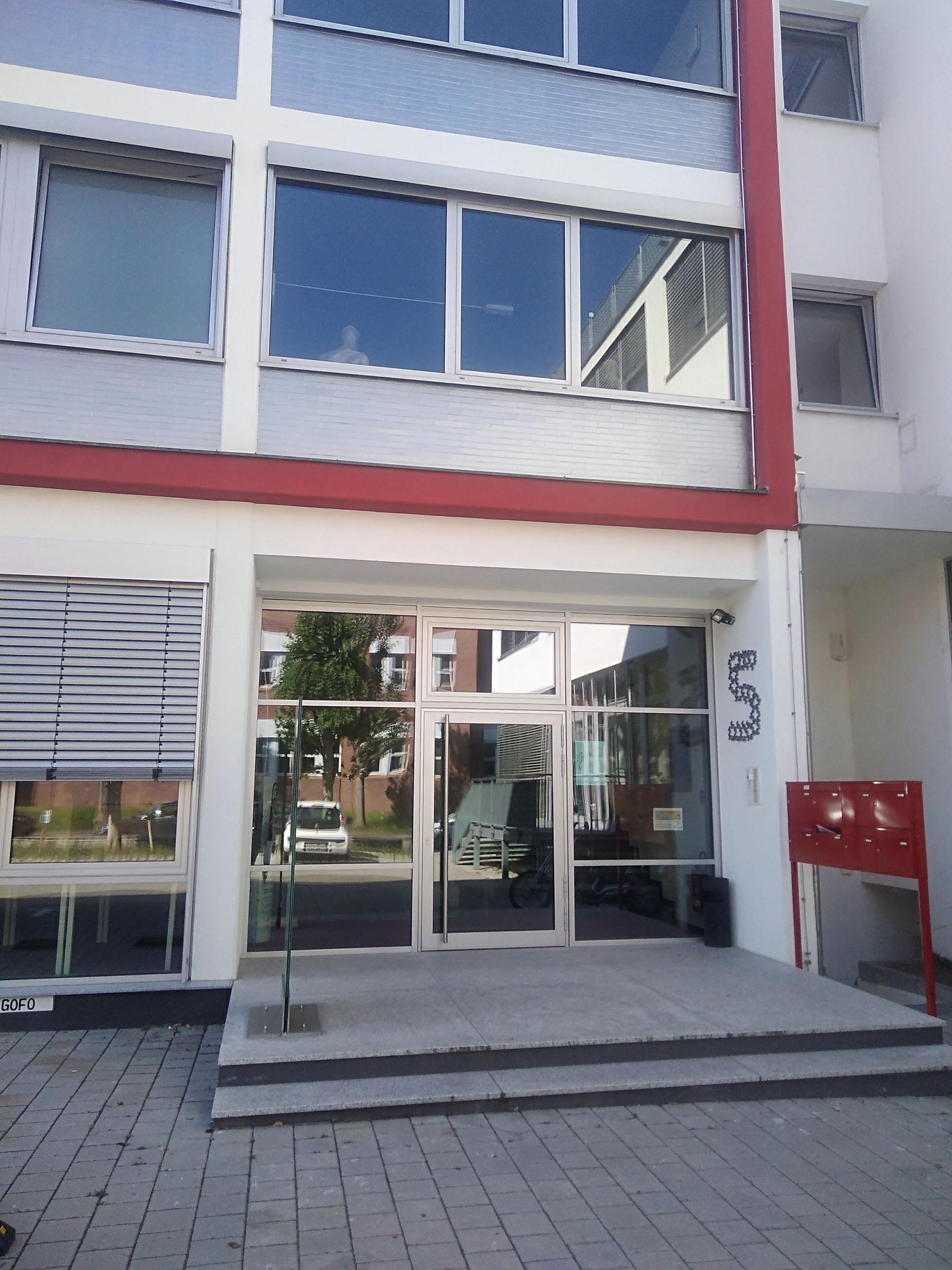 Photo vom Eingang des Gebäudes